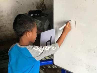 learning-alphabet-school-mamis-anak-alam-flores